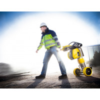 Pilonneuse BOMAG 68 Kg essence BT 65/4
